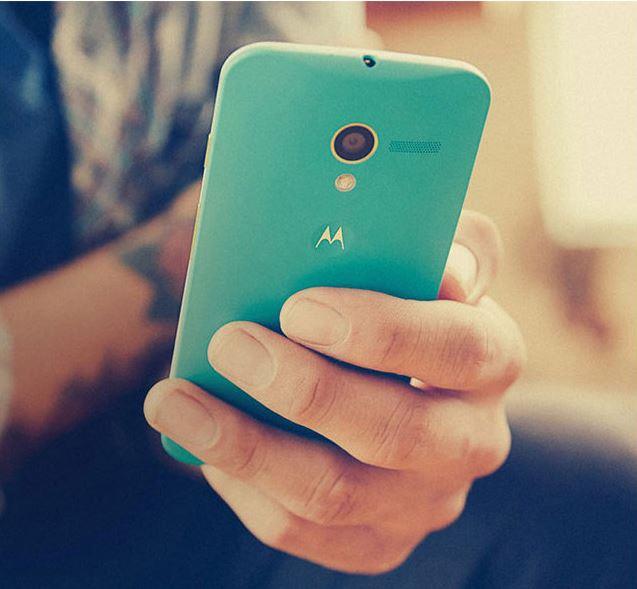 研调机构Gartner指出,由于疫情冲击经济,个人收入减少,将降低消费者购买新手机的意愿,使手机的平均使用寿命延长至2.7年。图为使用手机示意图。图:截取自PC HOME商店街